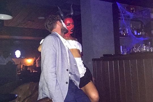 Прошлой осенью главный скандал с Хэллоуином разгорелся вокруг бара Snob. Шумиха разразилась еще за неделю до Дня всех святых, когда Snob решил провести «Бал Сатаны» вблизи Казанского кремля