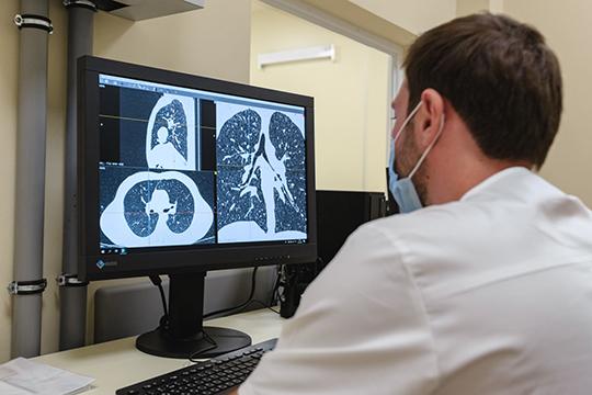 «Надо понимать, коронавирус— это воспаление легких, это сухой кашель. Если увас насморк— это некоронавирус. Ноесли выпочувствовали, что увас признаки коронавируса, надо делать компьютерную томографию»
