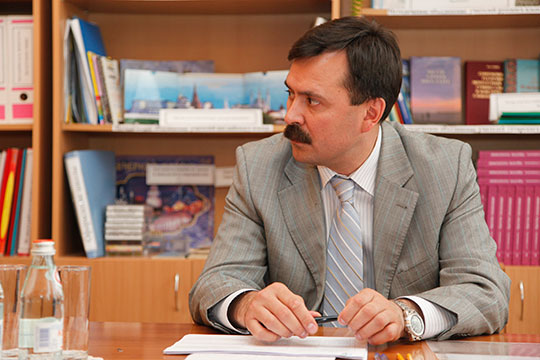 Главой района Гафаров становится в 2010 году, когда Песошин переходит в исполком Казани