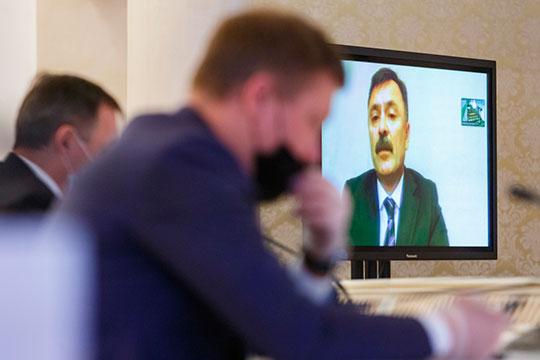 Карьерная лестница задвигалась очень быстро — вместе со сменой глав: Гафаров в течение семи месяцев из замначальника отдела ЖКХ становится его начальником
