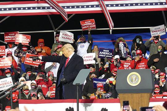 «Шансы у него есть, хоронить Трампа не стоит. Шансы даже увеличились, потому что он явно лучше своего конкурента провел последний раунд дебатов»