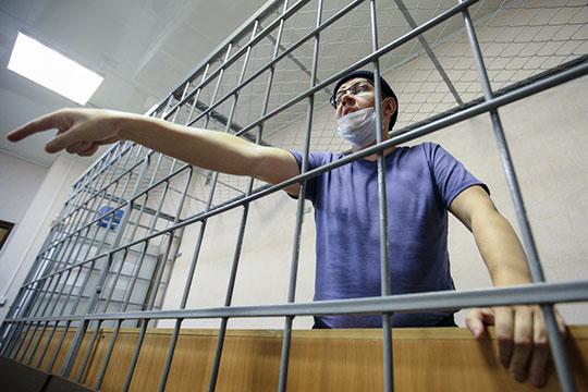 Сам Ершов заявил в суде: уверен, что следствие «умышленно скрывает» факт его увольнения — хотя сам он приказа не видел, но это должно было произойти, уверен Ершов