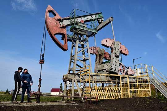 Отечественная валюта слабеtn нафоне нескольких факторов, главным изкоторых стало падения нефтяных котировок
