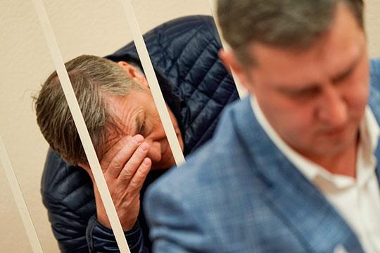 Ильхам Адипович обвиняется в том, что в 2013 году создал фирму «ОДС РТ», которая фактически дублировала функции поисково-спасательной службы при МЧС РТ. Последним, как ни странно, тоже руководил Насибуллин