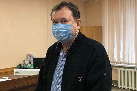 Перед началом судебного заседания Гуреев был в хорошем расположении духа
