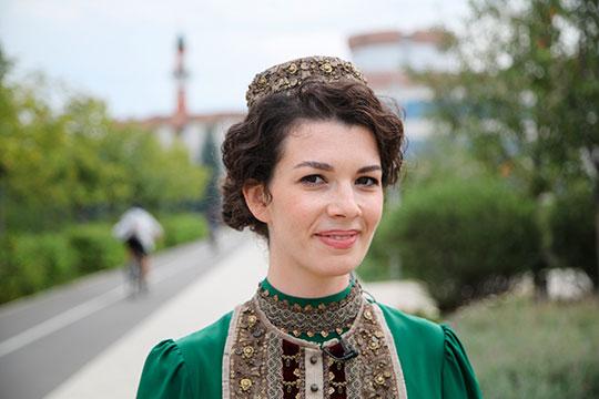 Накануне помощник президента РТ Наталия Фишман-Бекмаметова стала героиней нового выпуска YouTube-канала издания «Площадь Свободы» под названием «СКВЕРная фея»
