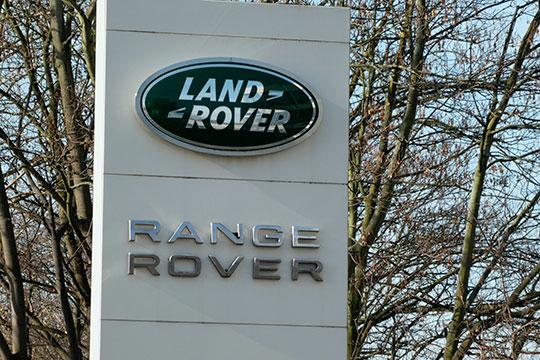 Из люксовых марок самым заметным снижением выделился британский Land Rover которому удалось привлечь за 9 месяцев только 110 покупателей в РТ — на 27 меньше, чем за 9 месяцев 2019 года