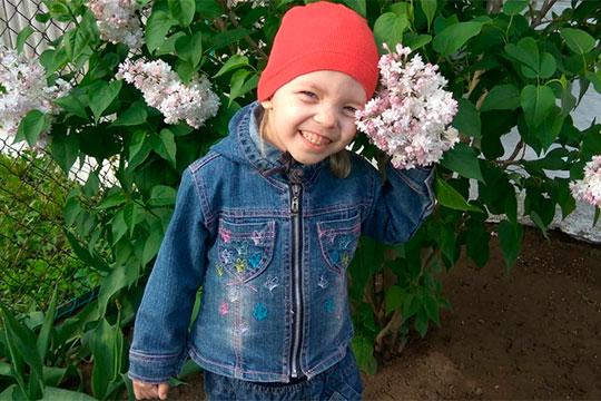 Шестилетняя Дарина Зуйкова живет в Тюлячинском районе Татарстана. Девочка очень похожа на сказочную Пеппи Длинный чулок