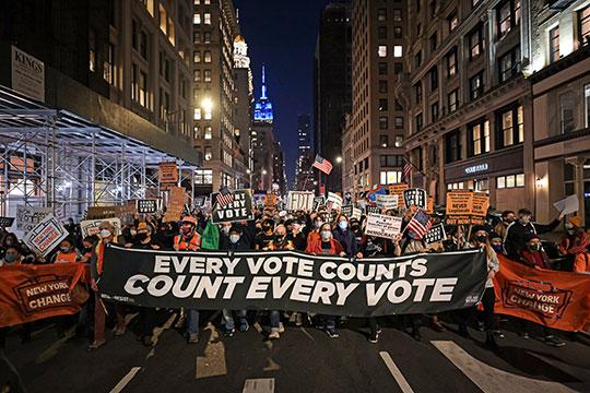 Сотрудники правоохранительных органов и спецслужб США усилили меры безопасности еще до окончания выборов в ожидании возможных протестов