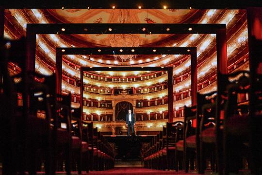 «Большой театр — это элитарное искусство, но не в силу культурных кодов, а из-за того, что билеты стоят 14 тысяч рублей»