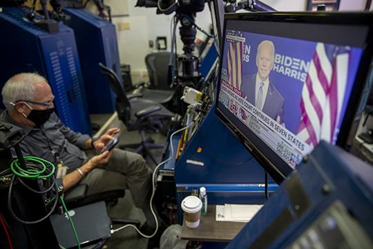 Первым на публике появился Байден. Выборы в США священны, поэтому каждый бюллетень должен быть подсчитан: так должно быть и так будет, заверил Байден