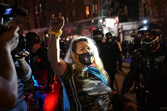 Второй день после выборов закончился в Нью-Йорке столкновениями с полицией