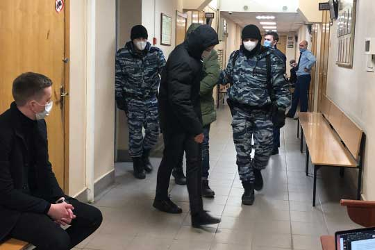 Всех задержанных сегодня утром доставили вВахитовский райсуд Казани