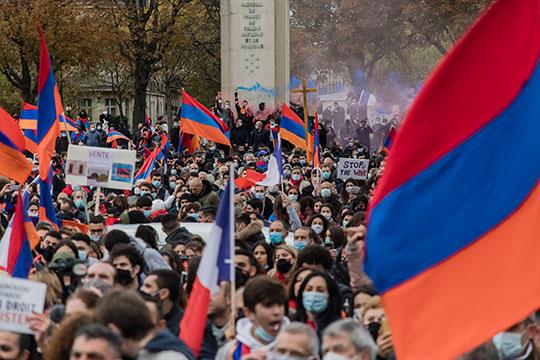 «Армения рискует вообще оказаться вполной блокаде. Изстраны уезжает молодежь, население постоянно уменьшается. Ивэтой ситуации еще итакой конфликт!»