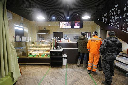 Нас заранее предупредили, что халяль-кафе после ареста Замалиева закрылось. Но оказалось, что оно продолжает свою деятельность