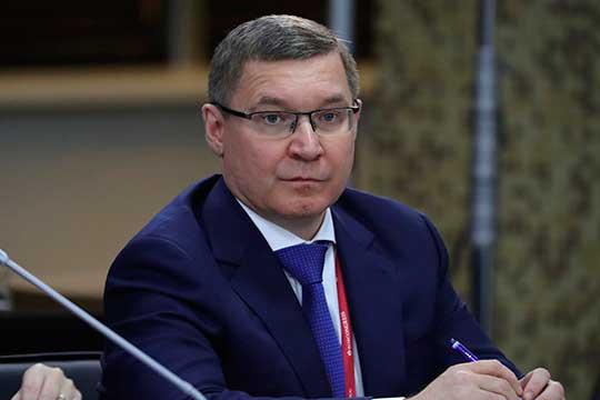 Владимир Якушев, работавший министром с2018 года, тоже нестроитель, аюрист, финансист иэкономист