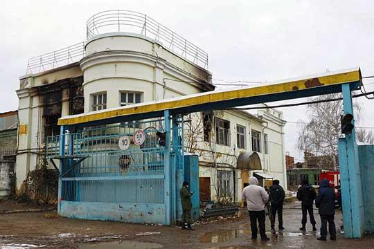 Вбывшем административном здании КВЗ вАдмиралтейской слободе минувшей ночью сгорело пять охранников ЧОПа
