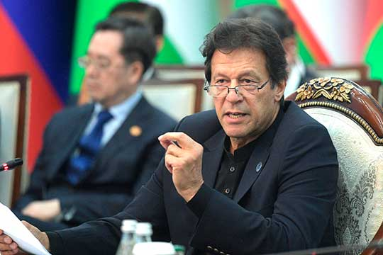 Премьер-министр ПакистанаИмран Ханпредложил «смягчать долговое бремя развивающихся стран»