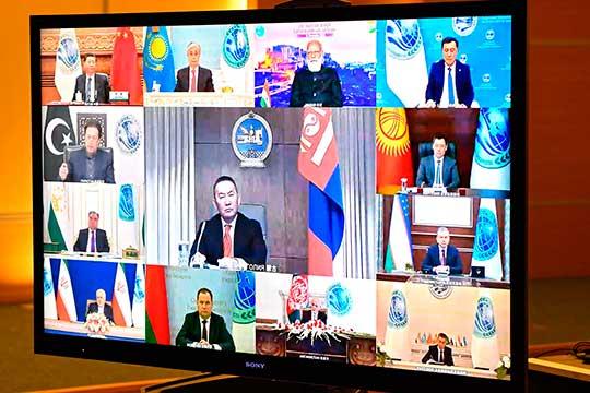 Необошли вниманием исобытия вБелоруссии иКиргизии, подчеркнув наихпримере участившиеся попытки прямого вмешательства извне вдела государств, участвующих вШОС