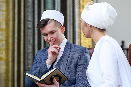 В ДУМ РФ также подчеркивают, что недопустим брак мусульманки с тем, кто не относит себя к мусульманскому сообществу, вне зависимости от того, каких взглядов и убеждений он придерживается