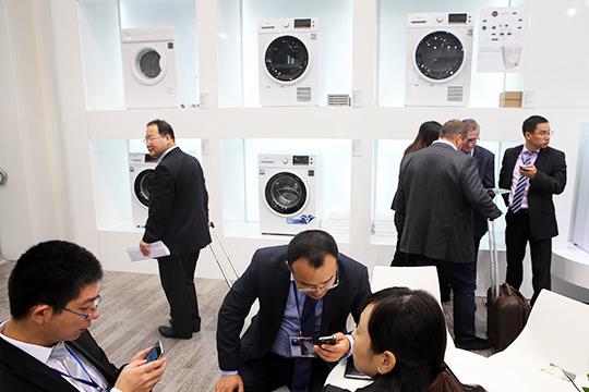 Основанная в 1968 году Midea принадлежит международной компании в сфере высоких технологий Midea Group и является одним из более 10 брендов бытовой техники китайского холдинга
