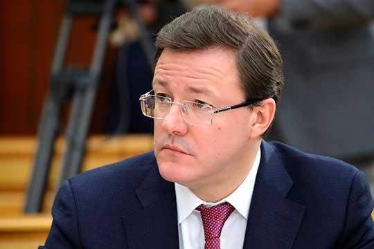 Дмитрий Азаров в шутку добавил, что опасается тандема Татарстана и Сахалинской области и жалеет, что не может присоединиться к встрече