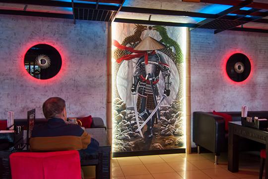 Один из самых известных ресторанов японской кухни Челнов — «Гин-но Таки», также оказался в непростой ситуации. Выручила доставка и верные гости, которые знают и любят заведение