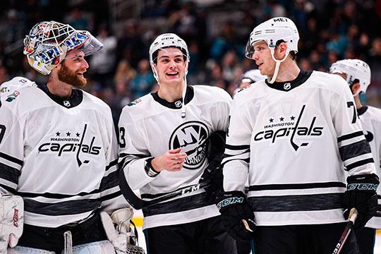 В хоккее аналогичных примеров не так много, точнее он всего один. На матч звёзд НХЛ 2019-го года adidas одел команды западной и восточной конференции