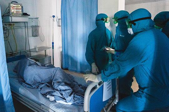 Вреспублике занято уже 4,2тыс. больничных коек, предназначенных для пациентов сподозрением наковид. При этом пару недель таких пациентовбыло3,5тысячи
