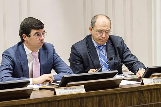 48-летнийИрек Арсланов (справа)стал новым главой аппарата ДУМ РТ, его имя вэтой должности уже фигурирует насайте муфтията
