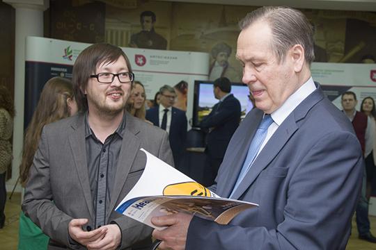 Александр Чучалин (справа):«Когда мыговорим о биологических лекарственных средствах, мынапервое место ставим безопасность, навторое место— эффективность, анатретье— результативность»
