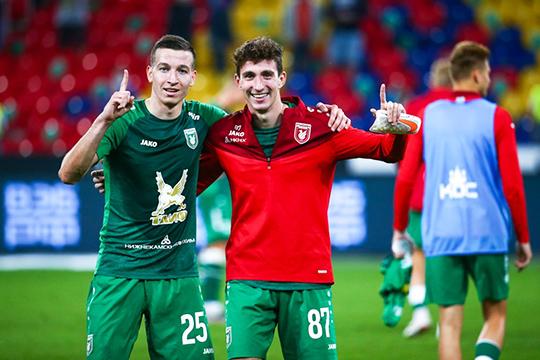 Денис Макаров (слева) — результат работы селекции. Футболист был известен нетак широко. Играл вмолодежных командах иклубах уровнем ниже премьер-лиги. Казанцы итут подсуетились исмогли подписать перспективного футболиста