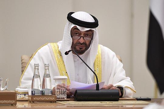 Поправки кместному законодательству утвердил президент ОАЭХалифа бен Зейд Аль Нахайян: теперь распитие алкоголя больше неявляется уголовным преступлением, спиртное можно употреблять лицам старше 21 года вчастном порядке или вопределенных общественных местах