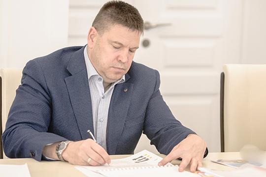 Эксперты рекомендовали включить в рейтинг Александра Сорокина (28) — топ-менеджера в фирмах Донгузова. По словам наших собеседников, Сорокин — серый кардинал проекта «Микрофибры» в Нижнекамске