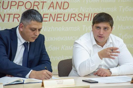 Продолжает улучшать позиции первый заместитель руководителя исполкома Нижнекамского района Радмир Беляев (10), который курирует развитие бизнеса и ТОСЭР в городе