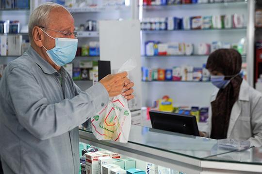 Жители республики сами смогут получить препараты из аптек по рецепту, а в тех случаях, когда они не смогут пойти в аптеку, им их доставят на дом медработники или волонтеры