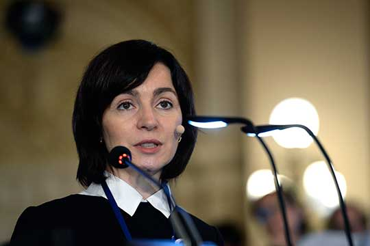 Сизбранием Майи Санду напост президента Молдовы курс страны будет смещаться всторону более прозападного, даже скорее прорумынского направления, поскольку сама новый президент— сторонницаизменений встране, считают политологи