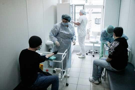 Еще одна проблема многих коронавирусных больных — слишком густая кровь. Для того, чтобы показатели пришли в норму, врачи, как правило, назначают после выписки курс антикоагулянтов