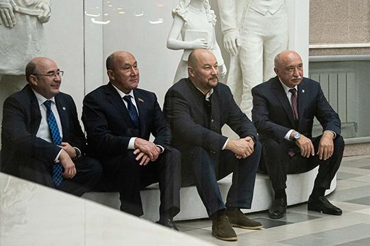 Сафаров иАхметов выступили наоргсобрании, также, как иректор КФУ Гафуров. Правда, нататарском это смог сделать лишь Марат Готович