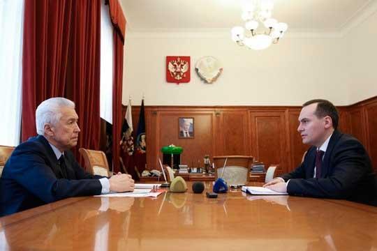 Работа прежнего главы Дагестана Владимира Васильева (слева), вкоманде которого работал Здунов (справа), получила высокую оценку президента России