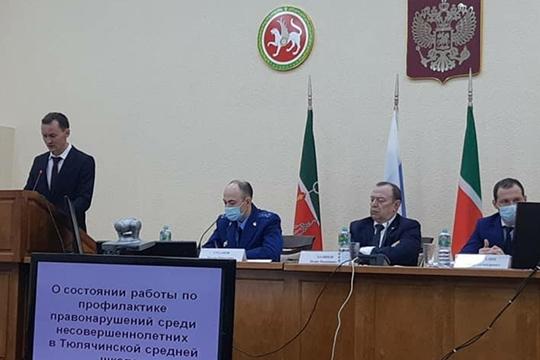 Ильнур Хамидуллин (слева) с октября возглавляет исполком Тюлячинского района. Для него это второй заход на данную должность. 36-летний Хамидуллин, по образованию учитель физкультуры