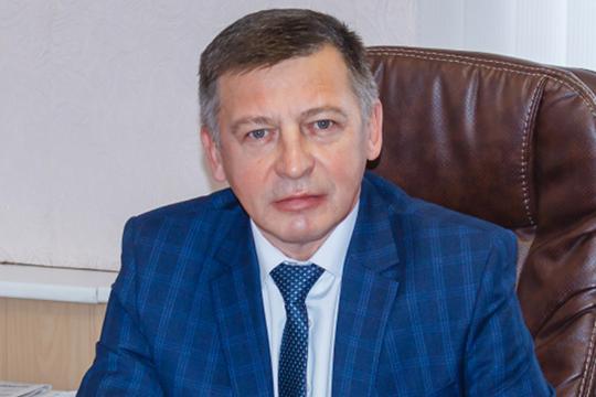 Освободившееся кресло руководителя исполкома занял 49-летний Артур Акбашев. Он из местных, по образованию — инженер путей сообщения