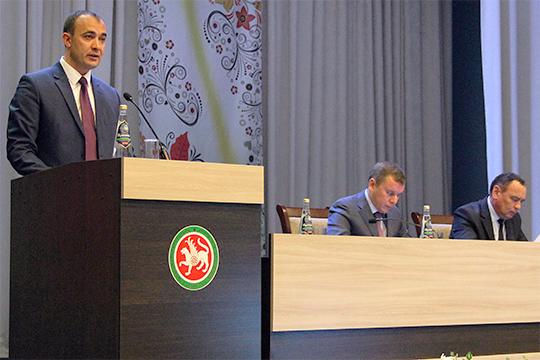 С сентября пустует кресло главы исполкома Буинского района. С 2017 года, в течение трех лет, эту должность занимал 39-летний Ранис Камартдинов (слева), который в нынешнем году стал главой района