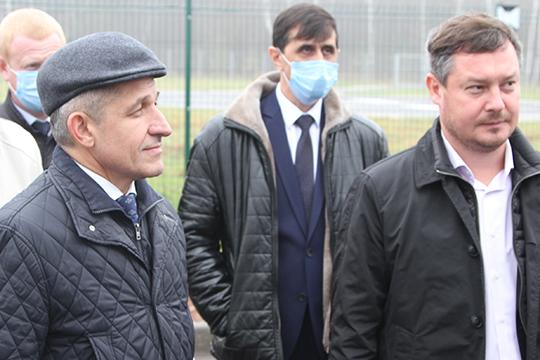 Главой Лаишевского исполкома с 27 октября стал 46-летний Алексей Новиков (в центре). Родом он из местного села Бима, по образованию — учитель математики и информатики