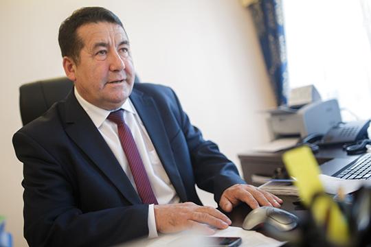 Данил Салихов: «Я сижу на приеме в Союзе писателей России, вернусь в Казань завтра, поэтому ничего до завтрашнего дня ничего буду говорить, тут надо еще обдумать многое. По этому вопросу пока никаких комментариев не даю»