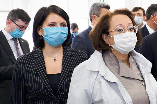 Фарида Яркаева (справа) заявила, что по 9 из 12 препаратов, участвующих в программе, заключены договоры с производителями и поставки производятся