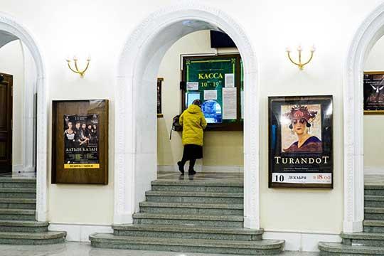 Вкассе театра нам подтвердили, что продают только 70% билетов. Ивтом числе поэтой причине билетов осталось уже мало. Например, на«Баядерку» 17декабря осталось лишь около 10 мест