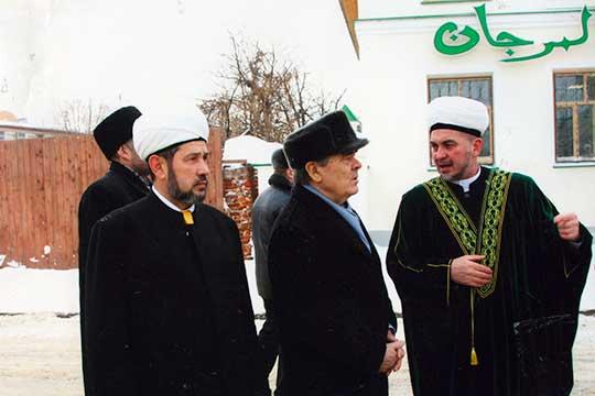 Минтимер Шарипович выслушал очень внимательно идал задание подобрать место