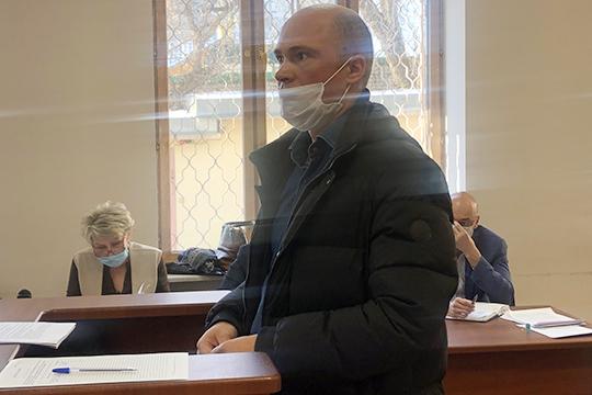 Последним свидетелем стал замначальника отдела оборудования КОСаСергей Камиев. Вего практике, рассказывает свидетель,никогда небыло случаев, когда завод закупалоборудование бывшего использования