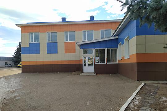 Сегодня рано утром неизвестный позвонил вреспубликанское ФСБ исообщил отом, что здание школы заминировано